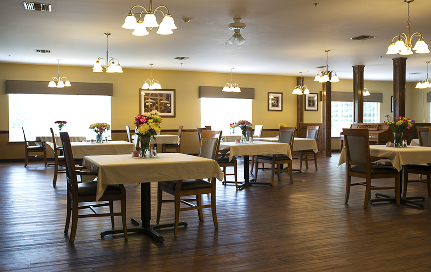 Salem Crossing dining room