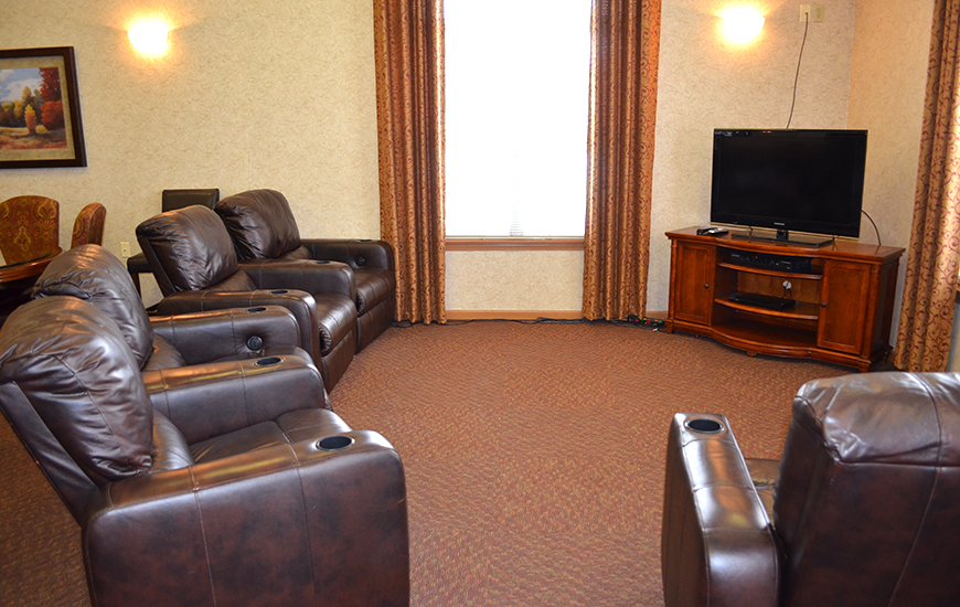 Rosegate - Assisted Living & Garden Homes tv room